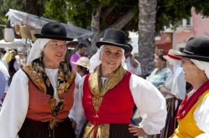 1338406534-canarian-people-celebrate-dia-de-canarias--alcala_1245665